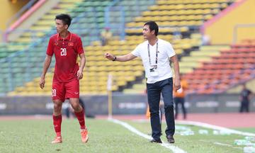Hai tuyển thủ U23 Việt Nam cố tình câu giờ để nhận thẻ vàng