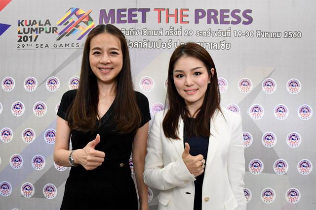 Lần đầu tiên trong lịch sử bóng đá Thái Lan có hai trưởng đoàn đều là nữ.