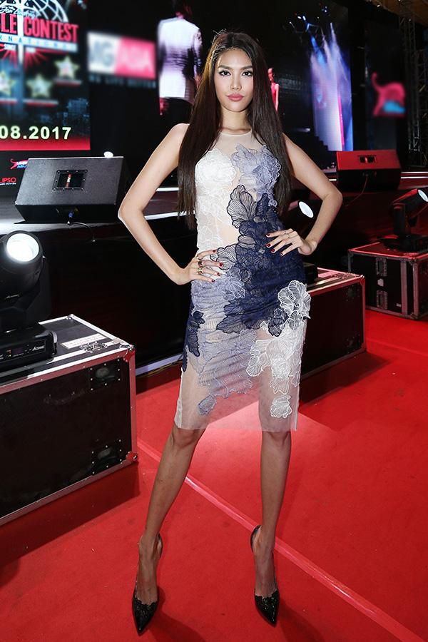 Mới đây, Hoa khôi Áo dài Lan Khuê chọn trang phục gợi cảm tham gia chấm giải thể hình theo đúng format quốc tế Muscle Contest, lần đầu tiên được tổ chức tại Việt Nam trong khuôn khổ Triển lãm thể hình và giải trí LEEP ASIA.