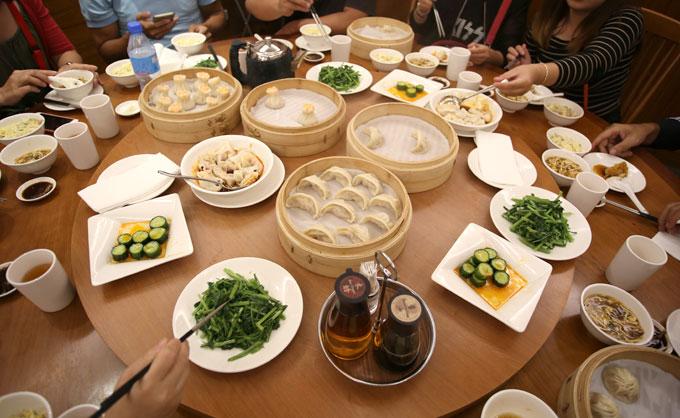 nha-hang-dimsum-phai-xep-hang-ca-tieng-van-dong-khach-o-dai-loan-8