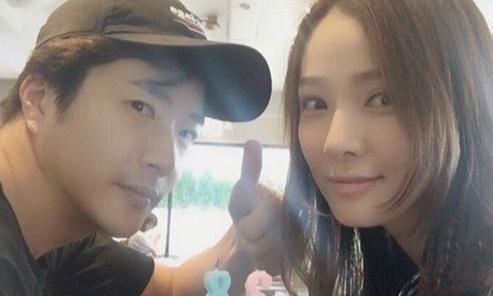 Kwon Sang Woo tổ chức sinh nhật giản dị cho bà xã Hoa hậu