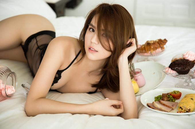 ngoc-trinh-dien-noi-y-khoe-duong-cong-sexy-1
