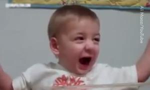 Phản ứng của những em bé khiếm thính, khiếm thị lần đầu tiên nghe và nhìn thấy