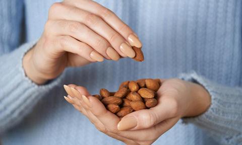 6 loại hạt ăn thường xuyên rất tốt cho làn da