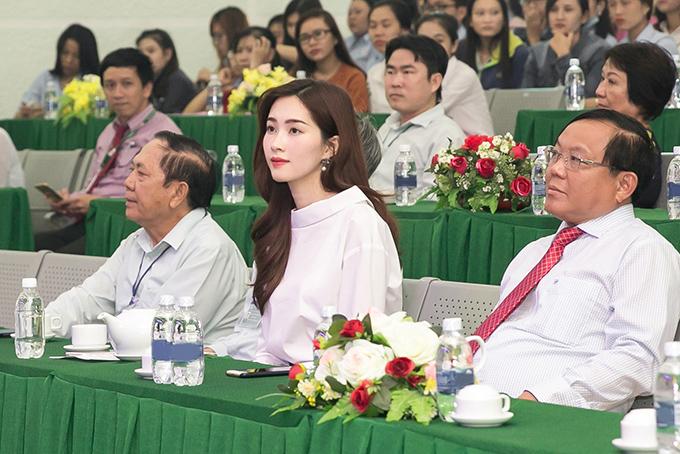 dang-thu-thao-chu-dong-lien-he-voi-truong-cu-de-tang-hoc-bong-cho-sinh-vien-ngheo
