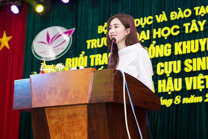 dang-thu-thao-chu-dong-lien-he-voi-truong-cu-de-tang-hoc-bong-cho-sinh-vien-ngheo-1