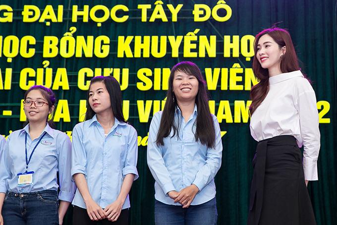 dang-thu-thao-chu-dong-lien-he-voi-truong-cu-de-tang-hoc-bong-cho-sinh-vien-ngheo-2