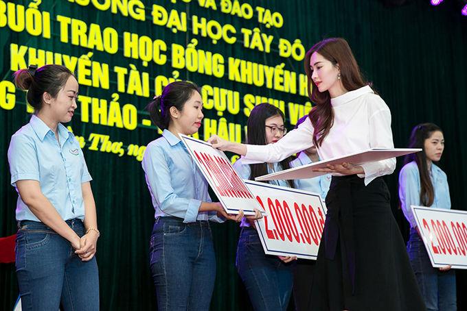 dang-thu-thao-chu-dong-lien-he-voi-truong-cu-de-tang-hoc-bong-cho-sinh-vien-ngheo-4