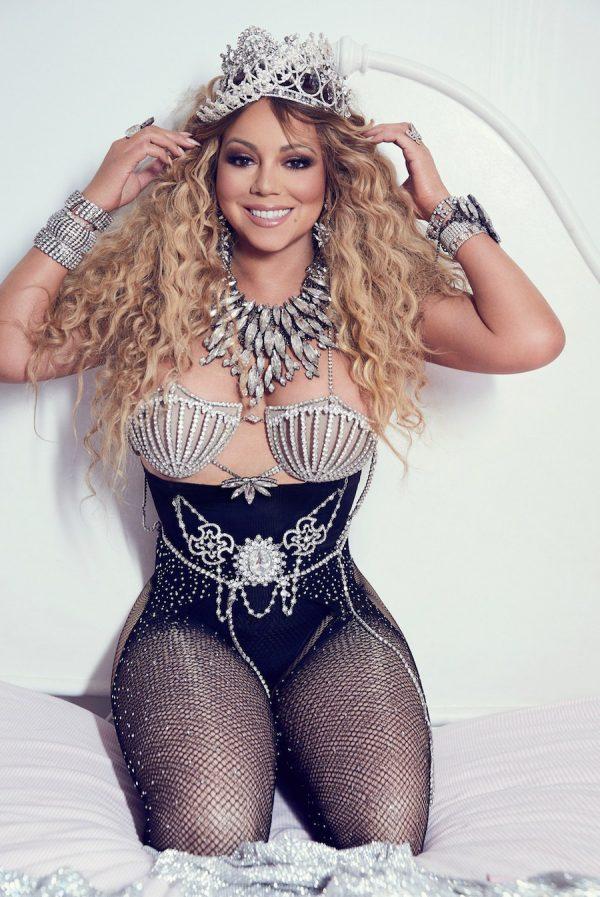 Trong những trang phục điểm sequin và đá quý lấp lánh, Mariah gợi cảm và đầy sức hút. Diva chia sẻ rằng mẹ chính là người truyền cho cô khát khao trở thành một diva