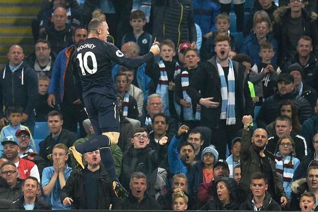 Rooney là người mở tỷ số trong trận đấu muộn nhất vòng hai Ngoại hạng Anh với