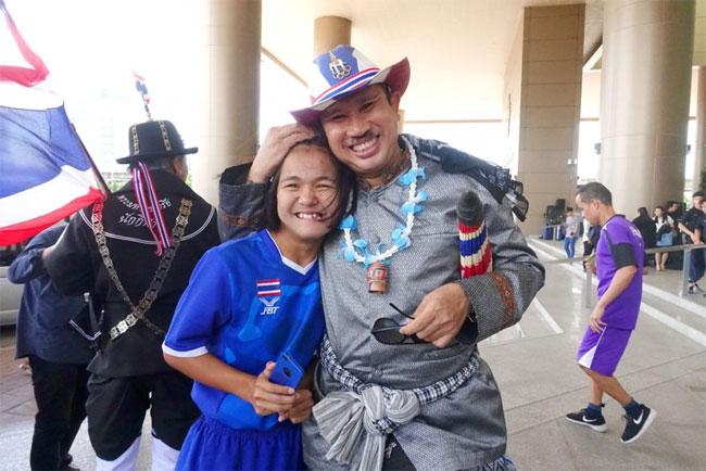 Thailand bên một VĐV khuyết tật trẻ.