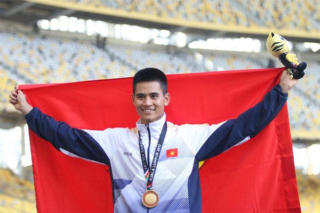 Hai ngày liên tiếp, Dương Văn Thái đứng trên bục cao nhất