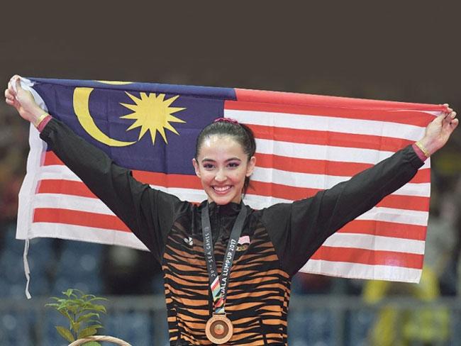 hoa-khoi-the-duc-malaysia-nhi-nhanh-tren-buc-huy-chuong-2