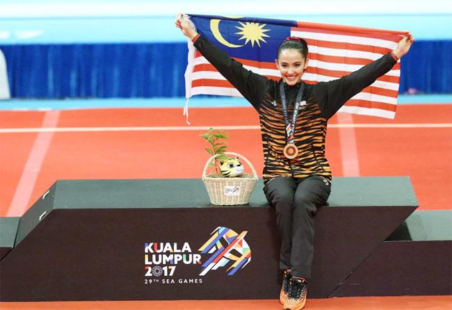 hoa-khoi-the-duc-malaysia-nhi-nhanh-tren-buc-huy-chuong-1