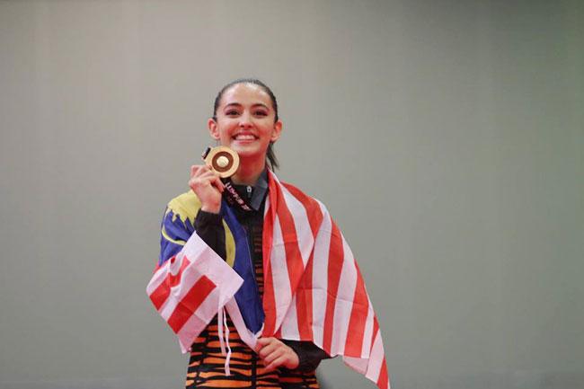hoa-khoi-the-duc-malaysia-nhi-nhanh-tren-buc-huy-chuong-4