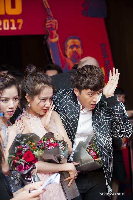 nha-phuong-thoai-mai-treu-choc-ngo-kien-huy-tai-su-kien-ra-mat-phim-8