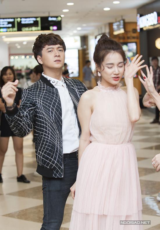 nha-phuong-thoai-mai-treu-choc-ngo-kien-huy-tai-su-kien-ra-mat-phim-4