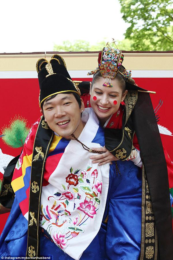 Để cổ vũ vợ có bầu, Hugh Gwon đã cố gắng