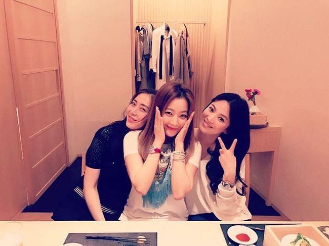kim-hee-sun-mach-nuoc-song-hye-kyo-lay-long-me-chong