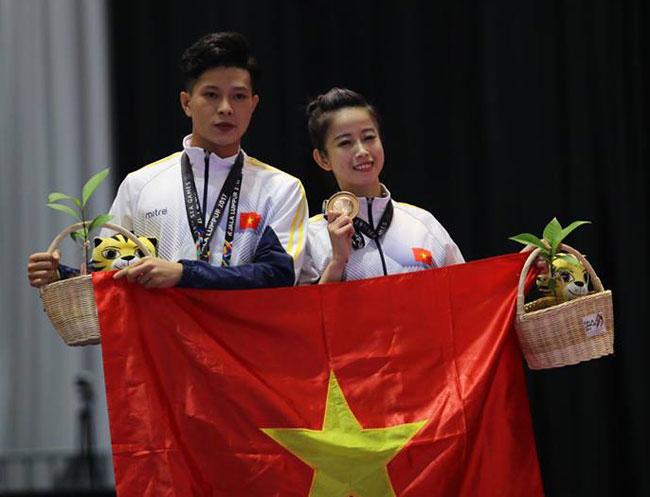 Hot girl Tuyết Vân và Thanh Phong nhận HC đồng