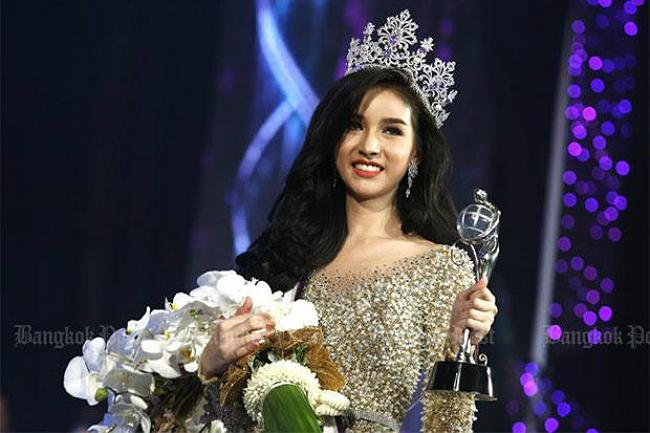 Rinrada Yoshi Thurapan là một ngôi sao trên mạng xã hội, với khoảng 1 triệu follower. Việc cô giành chiến thắng đã làm nức lòng người hâm mộ của mình. Không chỉ giành ngôi vị Hoa hậu, cô gái còn là chủ nhân các danh hiệu Trang phục đẹp nhất, Làn da đẹp nhất, Hoa hậu ảnh.