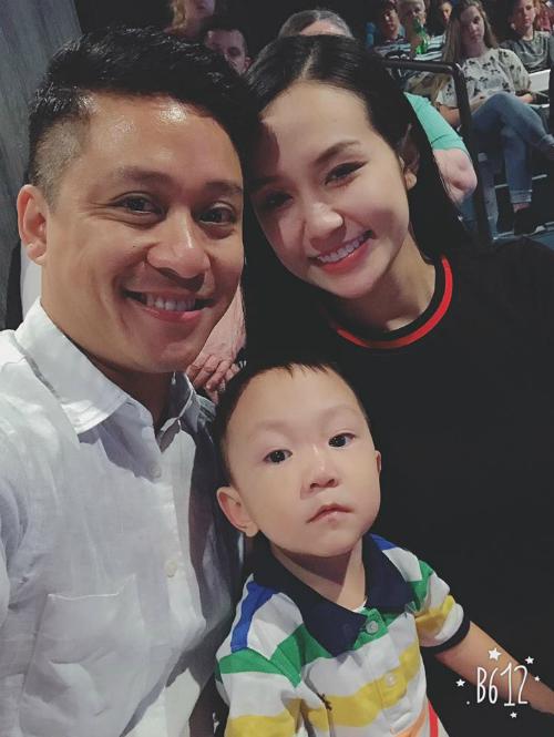 Bà xã Tuấn Hưng đăng ảnh gia đình cùng lời ngọt ngào dành cho chồng: Gia đình là điều tuyệt vời nhất, ba mẹ con yêu bố.