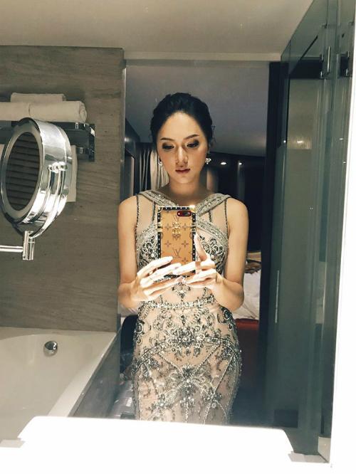 Hương Giang Idol kiêu sa với váy dạ hội đính