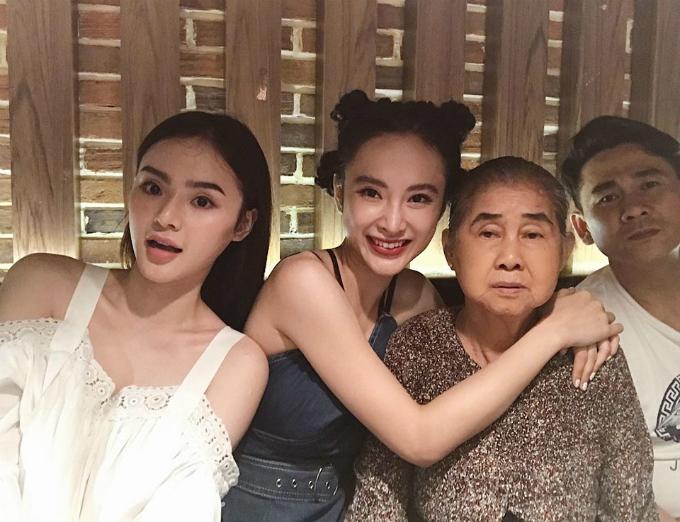 Angela Phương Trinh dành buổi tối thứ 7 để ăn tối với đại gia đình.