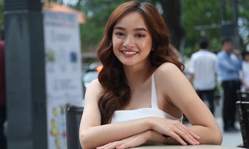 Kaity Nguyễn vai trần gợi cảm đi sự kiện