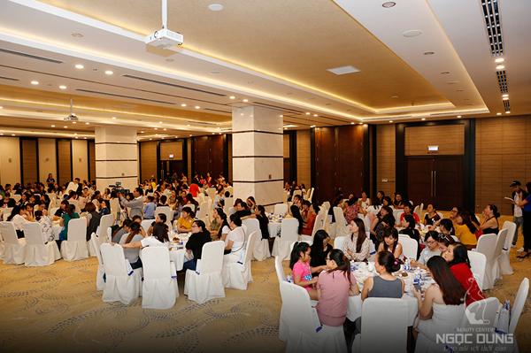 Hội thảo có sự góp mặt của hơn 200 khách mời thân thiết.
