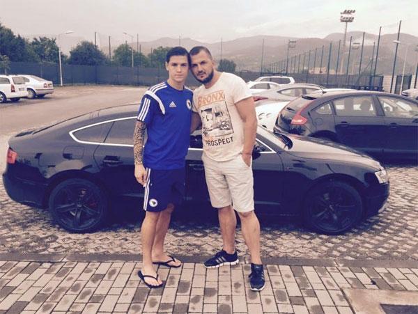 Tiền vệ Muhamed Besic và bố