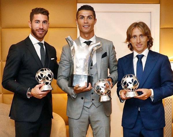 CR7 và hai đồng đội là Ramos và Modric trong lễ trao giải của UEFA giữa tuần qua