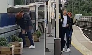 Cặp đôi tranh thủ làm 'chuyện ấy' ở sân ga trong lúc đợi tàu