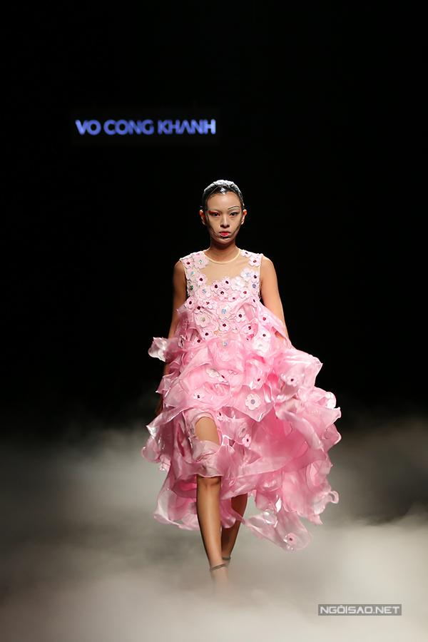 lan-khue-cung-hoc-tro-noi-bat-trong-show-dien-vo-cong-khanh-3