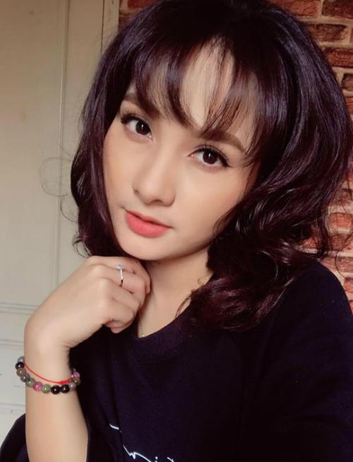 Bảo Thanh xinh đẹp với kiểu tóc mới, xuất hiện trong buổi họp fan.