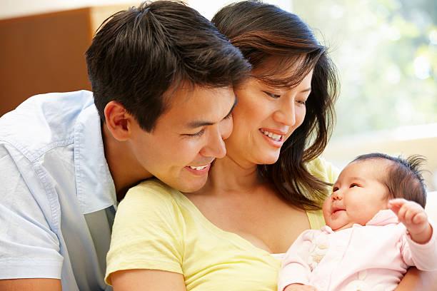 Phụ nữ làm mẹ ít cóthời gian cho bản thân. Ảnh Istock