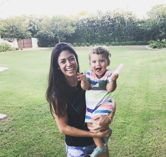 Vợ chồng Michael Phelps cùng đăng ảnh Nicole và bé Boomer