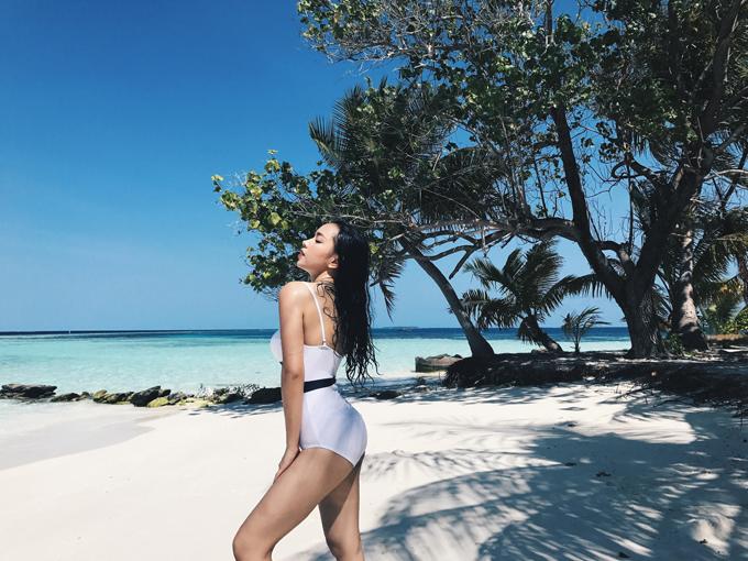 hot-girl-chau-bui-khoe-body-quyen-ru-tai-maldives-4