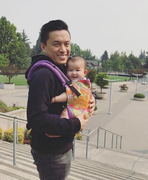 Lam Trường đưa con gái đi chơi, đây là chuyến đi chơi xa đầu tiên của cô bé.