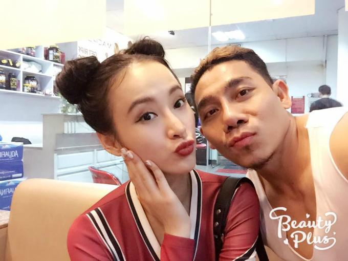 Lực sĩ Phạm Văn Mách khoe ảnh chụp thân thiết cùng Angela Phương Trinh.