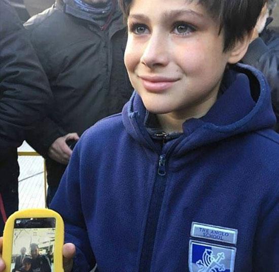 Fan nhí tại Uruguay sau đó khoe ảnh chụp với siêu sao Barca.