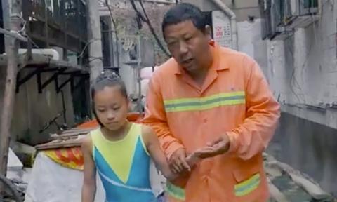 Người cha ăn mỳ tôm mỗi ngày để thực hiện giấc mơ cho con gái