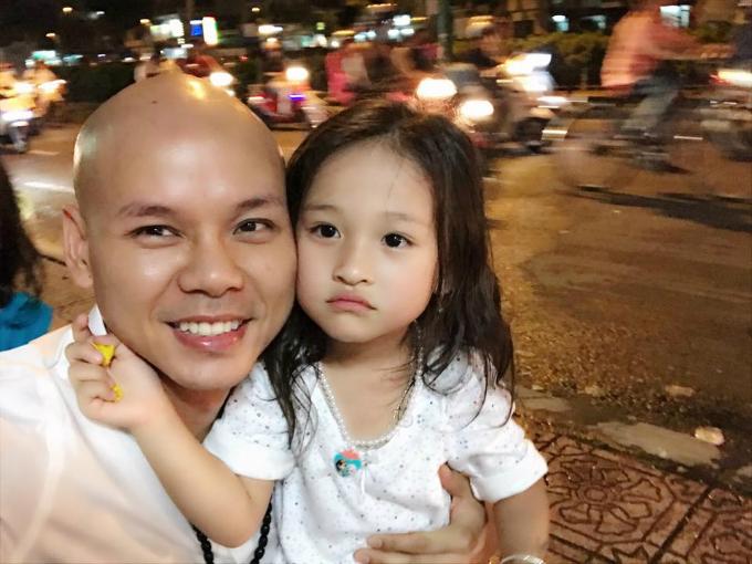 Ca sĩ Phan Đinh Tùng gửi lời chúc mừng sinh nhật 4 tuổi của con gái cưng: Ba mẹ yêu thương con rất nhiều Châu Ngọc à.