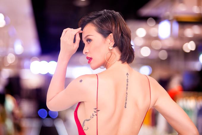 phuong-mai-sexy-het-co-voi-vay-ho-lung-xe-cao-den-hong-2