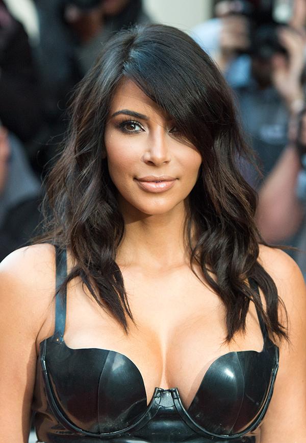 Kim Kardashian hạn chế sử dụng nhiệt độ cao khi tạo kiểu để bảo vệ tóc.