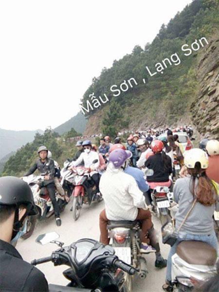 Tại địa điểm Mẫu Sơn, Lạng Sơn du khách cũng gặp khá nhiều khó khăn trong việc di chuyển.