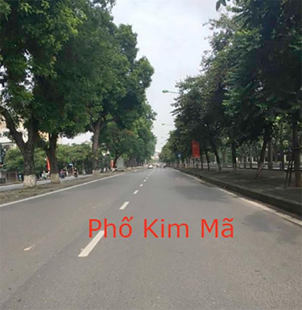 Nhưng tới thời điểm buổi chiều, một số khu phố Hà Nội như Kim Mã, Ba Đình trở nên yên bình, vắng vẻ hơn mọi ngày.