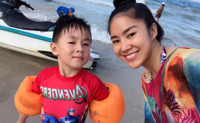 le-phuong-khoe-anh-hanh-phuc-ben-ong-xa-trung-kien-va-con-trai-4