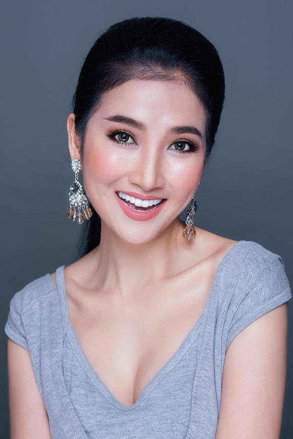 Bộ ảnh được thực hiện với sự hỗ trợ của Makeup: Đỗ Nguyễn, Photo: Fynz, Stylist:  Hùng Việt.