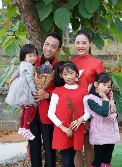 ca-si-viet-hoan-sinh-con-khong-mong-cho-duoc-bao-hieu-1